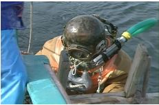 タイラギ漁のヘルメットダイバー